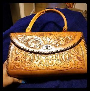 Handbags - 🐣Vintage hand carved leather handbag a BEAUTY😎